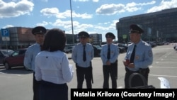 Депутата Крылову забирают в полицию
