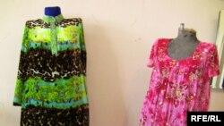 Два платья - две жены...