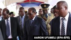 نخستین حضور عمومی رابرت موگابه پس از بازداشت خانگی