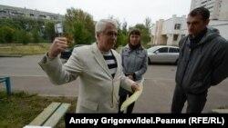 Жильцы дома на Баруди смогли официально отбиться от ИТП. Владимир Макаров — слева.