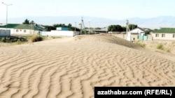 Подвижные пески на окраине Ашхабада