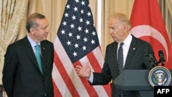 U.S. Vice President Joe Biden (right) will also be meeting with Turkish President Recep Tayyip Erdogan (left) in Istanbul to discuss the conflict in Syria and Iraq. (file photo)
