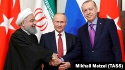 Иран президенті Хассан Роухани, Ресей президенті Владимир Путин және Түркия президенті Режеп Ердоған. Сочи, 22 қараша 2017 жыл.