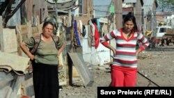 Romi su često meta predrasuda, fotografija iz naselja kod Podgorice, 2010.