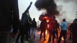 مقامات جمهوری اسلامی تنها کشته شدن سه نفر در سیرجان، اسلامشهر و شهریار را تایید کردهاند.