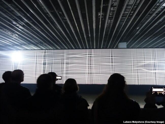 Светящаяся канва на барселонском фестивале света Llum 2019