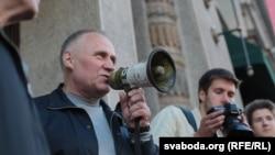Николай Статкевич во время акции протеста в Минске, 10 сентября 2015 года.