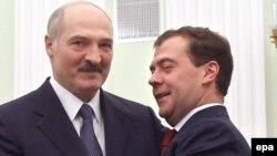 Аляксандар Лукашэнка йДзьмітрый Мядзьведзеў падчас сустрэчы ўКрамлі 22сьнежня.