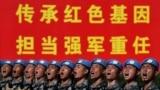 Kineski vojnici vježbaju marširanje u formaciji uoči vojne parade povodom proslave 70. godišnjice osnivanja Narodne Republike Kine u Pekingu, 25. septembra 2019.