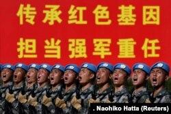 Шеруге қатысып жатқан Қытай әскерилері. Пекин, 1 қазан 2019 жыл.
