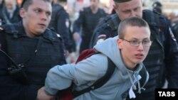 Затримання людей на Болотній площі в Москві, 6 травня 2015 року