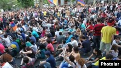 Armenia - Armenians demonstrate on Yerevan's Marshal Bagramian Avenue against a controversial electricity price hike, 26Jun2015.