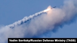 Rusiyanın Aralıq dənizindən atdığı qitələrarası raket (Foto arxivdəndir)