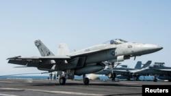 مقاتلة اميركية تستعد لقصف مواقع لداعش