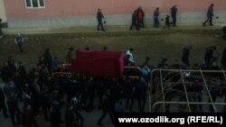 Похороны 10-летнего Абдуллы Рузибоева, утонувшего, спасая жизнь друга. Ташкент, 24 января 2018 года