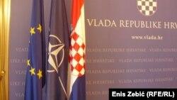 Zastave Europske unije, NATO i Hrvatske u zgradi Vlade Republike Hrvatske u Zagrebu