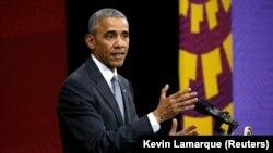 اوباما د کاسټرو کورنۍ ته د خواخوږۍ مراتب وړاندې کړي.