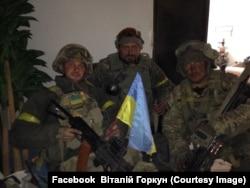 Віталій Горкун із бойовими побратимами у Донецькому аеропорту. Осінь 2014 року