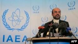 Reza Najafi, ambasadori iranian në Agjencinë Nukleare të Kombeve të Bashkuara (IAEA), gjatë një konference për shtyp në Vjenë, 12Shtator2013
