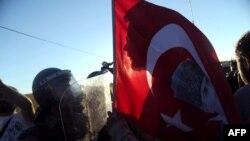 од пртотестите против уништување на паркот Гези кои брзо прераснаа во анти-владини демонстрации