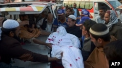Relatives move the body of a convicted militant from banned Sunni militant outfit Lashkar-e-Jhangvi (LeJ) after he was executed in Karachi on February 3.