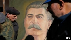 Portreti i liderit sovjetik, Josef Stalin