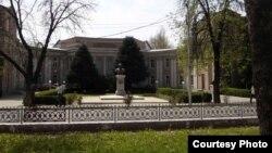 Здание АН Таджикистана в Душанбе