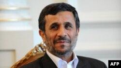 Иран президенті Махмуд Ахмединежад. Стамбул, 7 маусым 2010 жыл