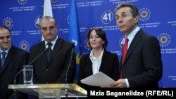 """მთავრობის წევრობის კანდიდატების დასახელება """"ქართული ოცნების"""" ოფისში"""
