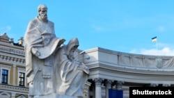 Скульптуры просветителей Кирилла и Мефодия в Киеве