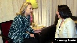 Presidentja e Kosovës, Atifete Jahjaga, dhe sekretarja amerikane e shtetit, Hillari Klinton, Nju Jork, 10 mars 2012.