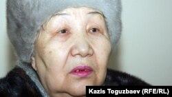 Екпін Шардаровтың анасы Күләш Үсейінова. Алматы, 1 ақпан 2012 жыл.