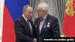 Василий Ливанов, получая орден, сказал, что не хочет расставаться с президентом Путиным