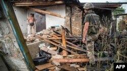 Унаслідок обстрілу у Золотому, Луганщина