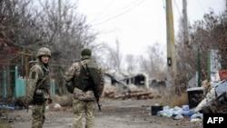 Украински войници патрулират край Широкине