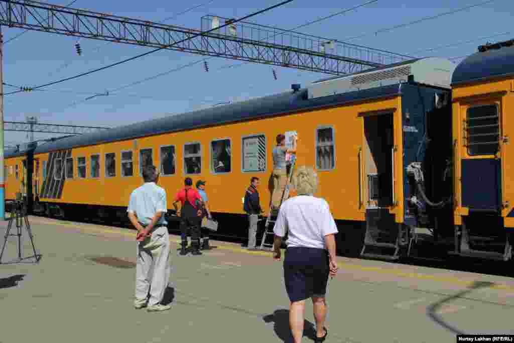 Алматы-2 теміржол вокзалынан Қазыбек бек станциясына жүретін пойыз. Алматы, 16 тамыз 2017 жыл.