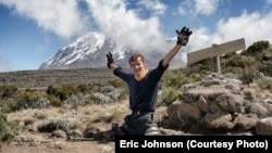 Aleksander D'Jamoos na vrhu Kilimandžara, foto: Eric Michael Johnson