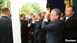 Официальные лица Узбекистана на похоронах первого президента страны Ислама Каримова. 3 сентября 2016 года.