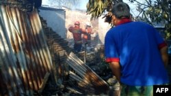Zgrade oštećene nakon pada vojnog aviona u Džakarti, 21. jun 2012.