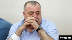 Մանվել Գրիգորյանը դատարանի դահլիճում, արխիվ