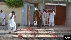 Pamje nga sulmi i djeshëm vetëvrasës gjatë funeralit të një oficeri policor në Keta të Pakistanit