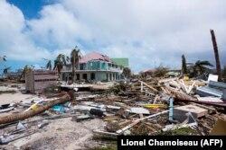 Разбурэньні на высьпе Сан Марцін пасьляя ўрагану Ірма