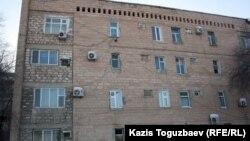 Дом № 33 в 3-м микрорайоне, откуда, предположительно, велась видеосъемка Saule 540 16 декабря 2011 года в Жанаозене.