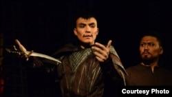 Астанадағы Қалыбек Қуанышбаев театрының әртісі Нұрсұлтан Есен. Сурет жеке мұрағаттан алынған.