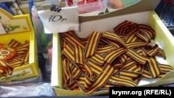 Продажа «георгиевских лент» в Симферополе перед 9 мая. Апрель, 2017 года