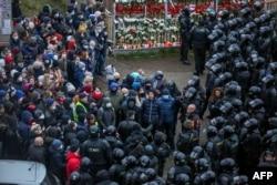 در جریان اعتراضهای روز یکشنبه ۱۵ نومبر بیش از یکهزار و یکصد تن توسط پولیس بلاروس بازداشت شدند