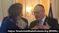 Посол Ізраїлю вручає медаль «Праведника народів світу»