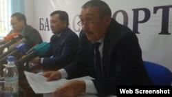 Руководитель департамента охраны общественного здравоохранения Нурбек Нышанов (на переднем плане). Шымкент, 3 апреля 2018 года.