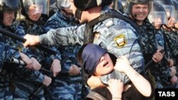 Задержания на Болоной площади в Москве 6 мая 2012 года