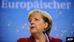 Ангела Меркель Брюсселдеги саммитте, 25-октябрь, 2013